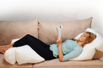 flip-pillow_lifestyle_sofa-reading_2pillows